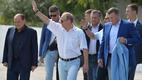 Vladimir Putin i Silvio Berluskoni na Krimu. - Sputnik Srbija