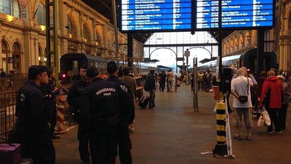 Mađarski policajci na železničkoj stanici - Sputnik Srbija