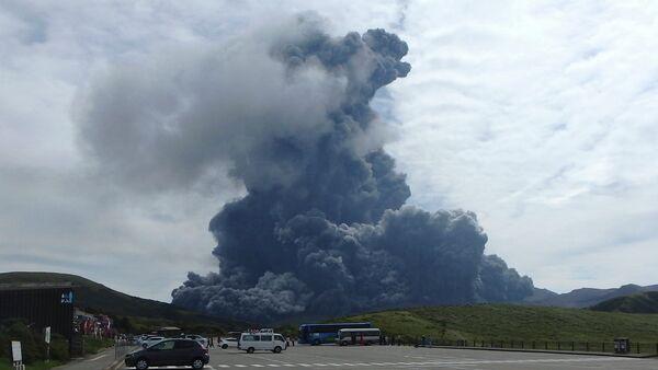 Вулкан у Јапану - Sputnik Србија
