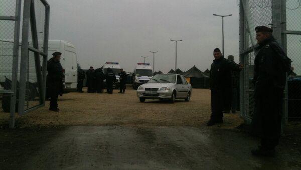 Mađarska policija u izbegličkom kampu - Sputnik Srbija