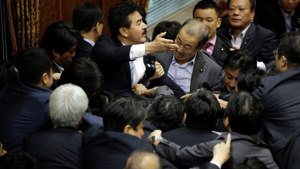Tuča u parlamentu Japana - Sputnik Srbija
