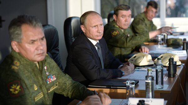 Vladimir Putin na sastanku sa Vojno-industrijskom komisijom Rusije - Sputnik Srbija