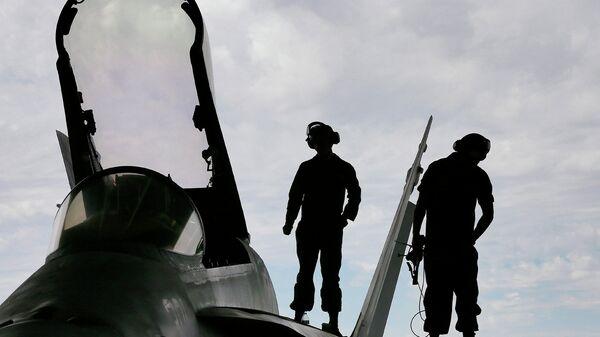 Амерички маринци на авиону Ф-18 - Sputnik Србија
