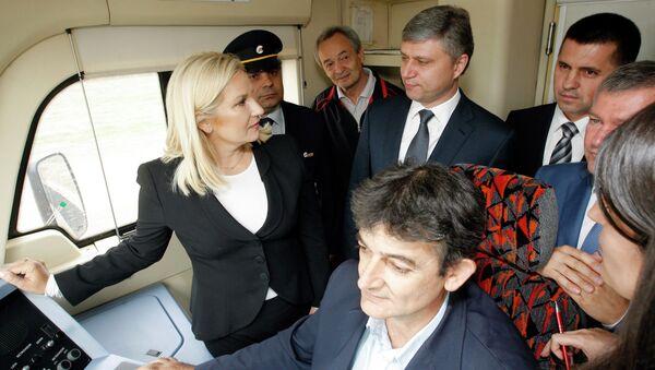 Zorana Mihajlović i predsednik Ruskih železnica Oleg Belozjorov - Sputnik Srbija