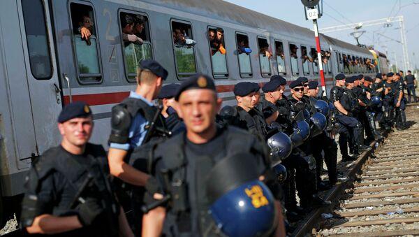 Hrvatska policija isred voza sa Sirijskim izbeglicama - Sputnik Srbija