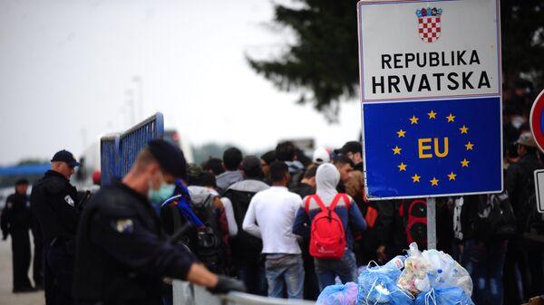 Izbeglice na graničnom prelazu Tovarnik, Hrvatska - Sputnik Srbija