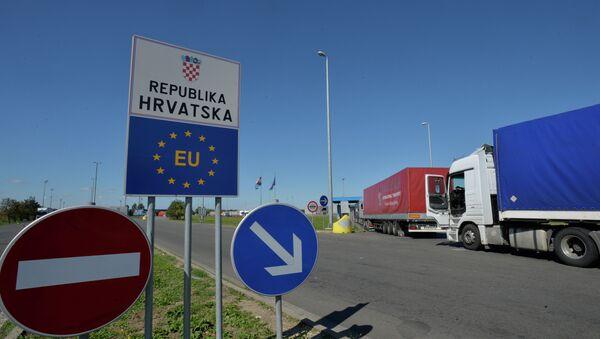 Kamioni na hrvatskoj granici - Sputnik Srbija