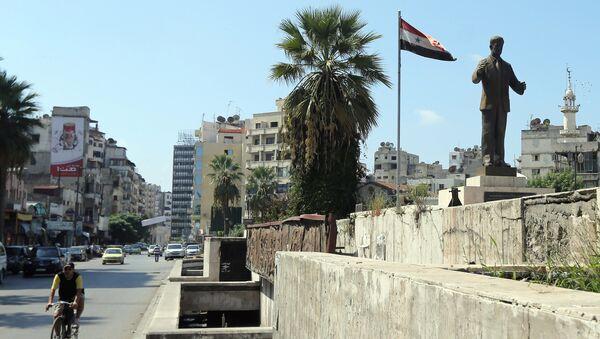 Statua bivšeg sirijskog predsednika Hafiza el Asada, oca aktuelnog predsednika Bašara el Asada, u sirijskoj luci Latakiji - Sputnik Srbija