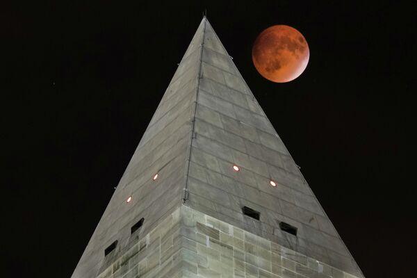 Како су људи широм света видели крвави супермесец - Sputnik Србија