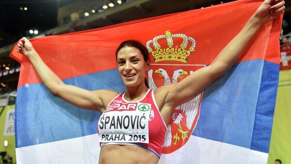 Ivana Španović sa srpskom zastovom posle osvajanja zlatne medalje - Sputnik Srbija