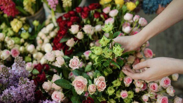 Букети цвећа спремни за Дан жена - Sputnik Србија