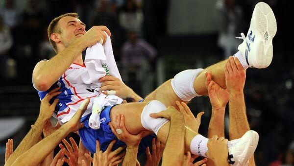 Никола Грбић на рукама саиграча док је био капитен репрезентације - Sputnik Србија