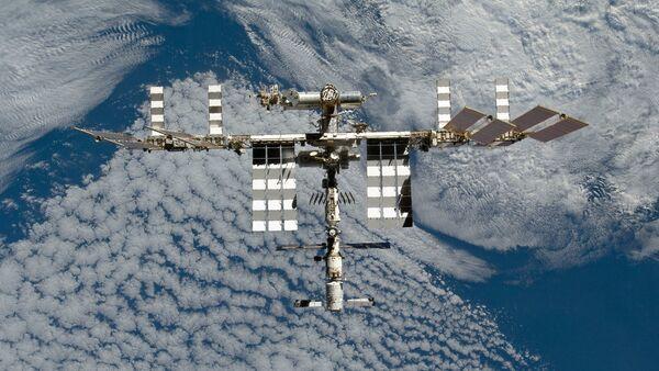 Međunarodna svemirska stanica slikana od strane člana posade spejs-šatla Diskaveri - Sputnik Srbija