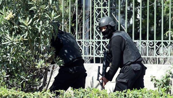 Policija Tunisa na mestu napada kod muzeja Bardo - Sputnik Srbija