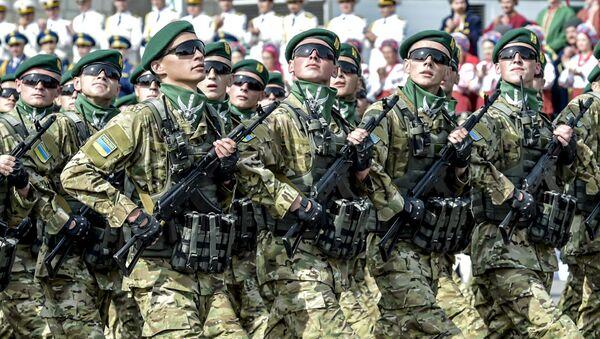 Vojna parada ukrajinske vojske na Dan nezavisnosti u Kijevu - Sputnik Srbija