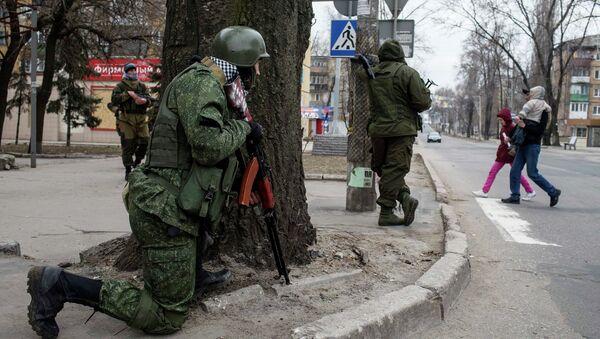 Припадници снага ДНР на улици 18. март 2015. - Sputnik Србија