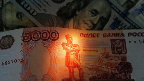 Novčanice - rublje i dolari - Sputnik Srbija