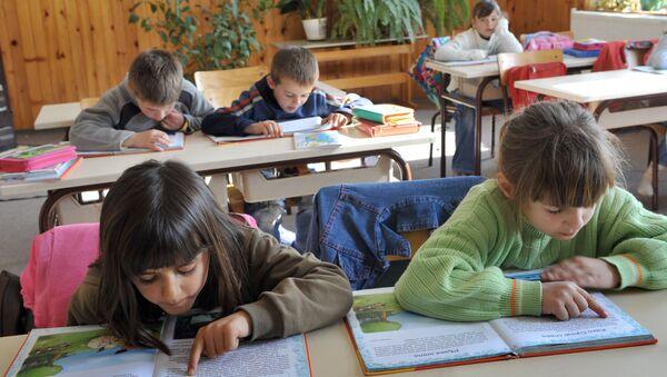 Деца у школи - Sputnik Србија