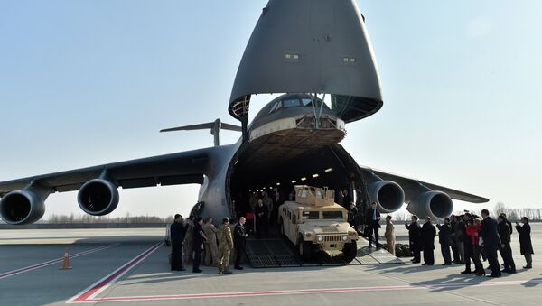 Američka oklopna vozila stižu u Ukrajinu - Sputnik Srbija