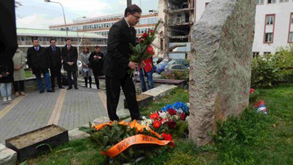 Полагање венаца на споменик Зашто? - Sputnik Србија