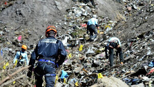 Спасилачки тим из Француске на месту пада авиона Џермавингза, 24. март 2015. - Sputnik Србија