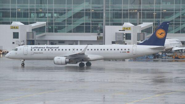 Луфтаханза авион Ембрајер EРЈ 195 - Sputnik Србија