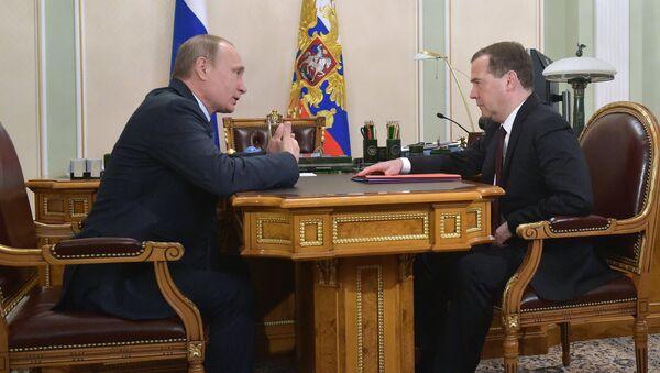 Predsednik Rusije Vladimir Putin i premijer Dmitrij Medvedev - Sputnik Srbija